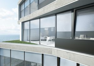 Osłony Schüco Integralmaster nie ingerują w architekturę budynku Fot. Schüco