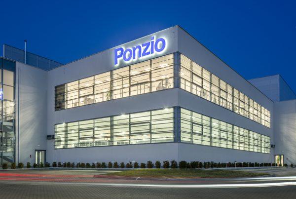 DH Partner – Budynek biuryowy z klatką schodową Ponzio Polska